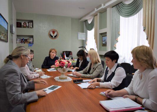 Работу национальных классов обсудили в Госсовете республики